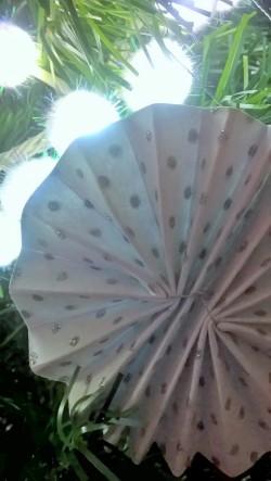 décoration blanche et argenté sapin